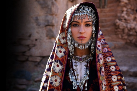 Maria-Valverde-star-en-Espagne-et-compagne-de-Moise-dans-Exodus_portrait_w858