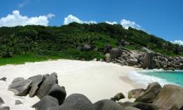 la-plage-d-une-ile-deserte